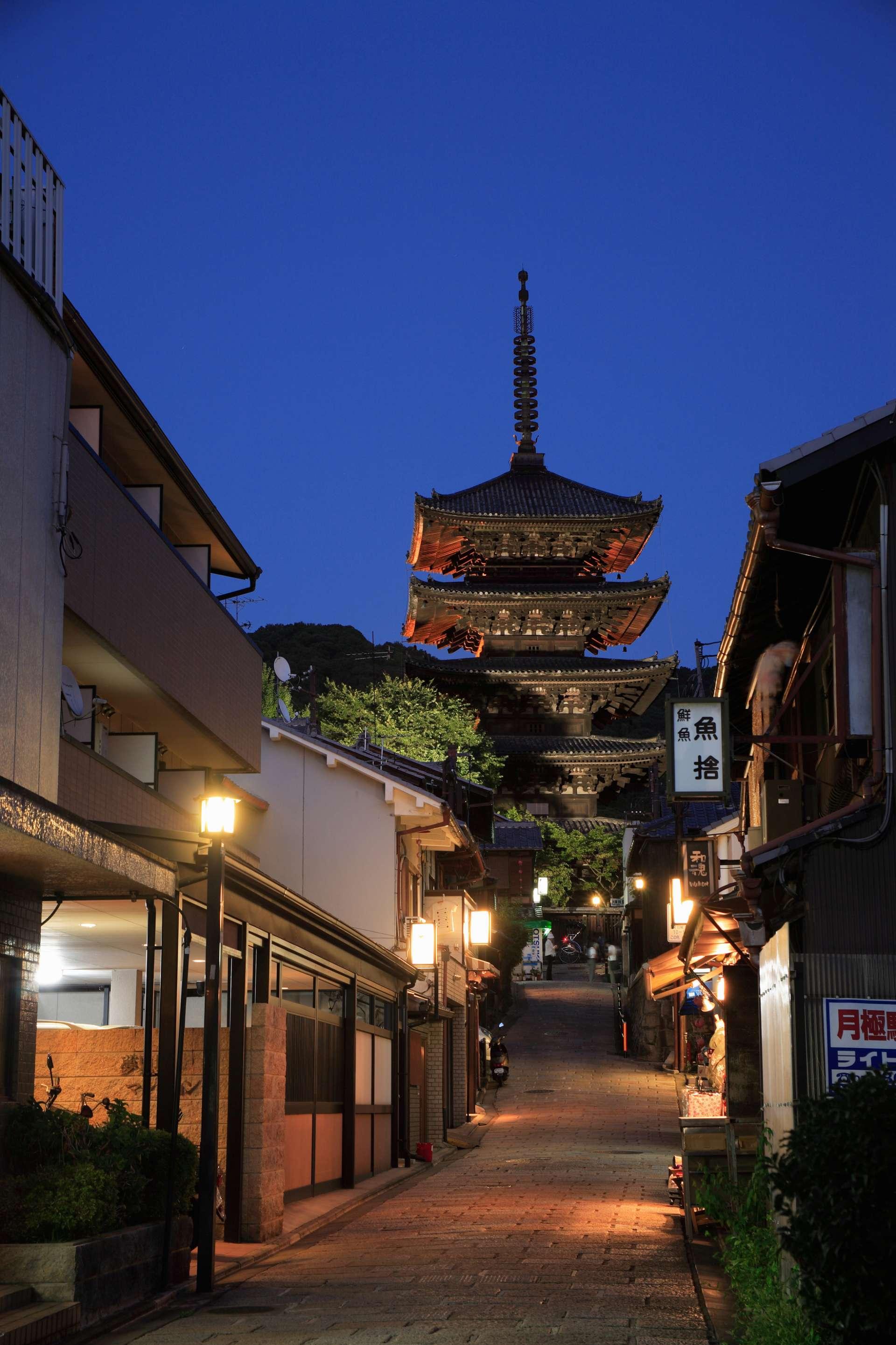 京都拥有历史悠久的街道及神社寺院,深受旅客欢迎