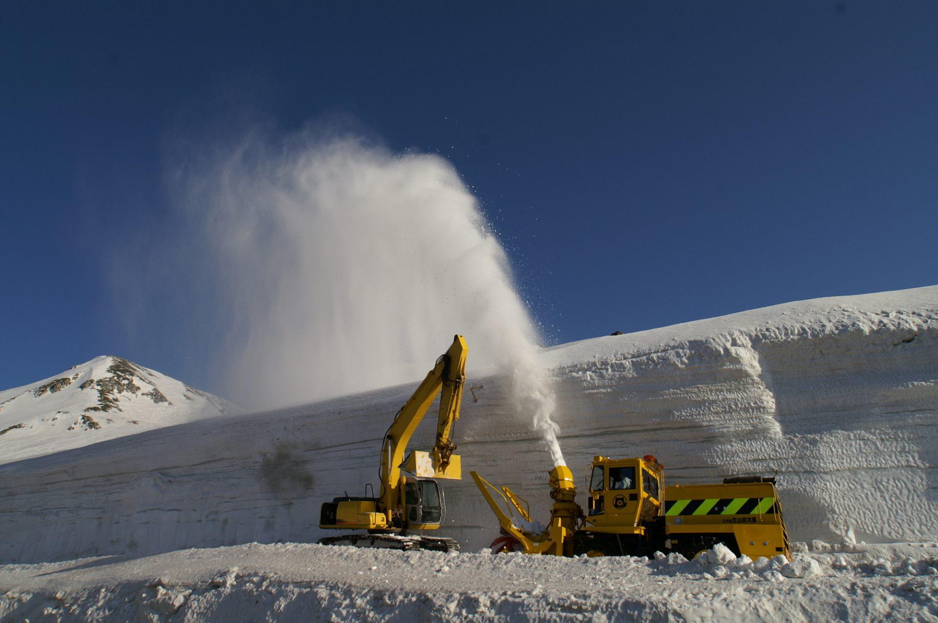 「大雪谷」专用推土机