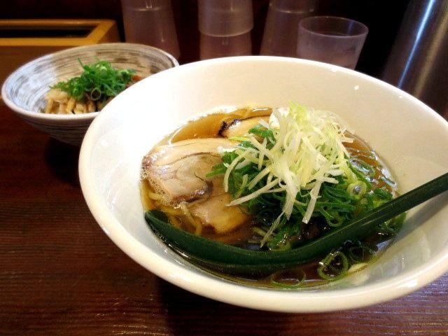 中華蕎麥(700日圓)+叉燒丼(小)150日圓(晚餐時250日圓)