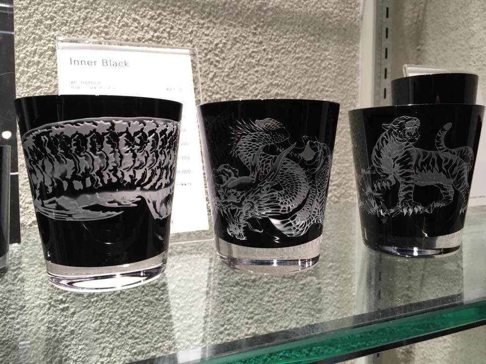 杯身有龍及虎、也有龍魚圖樣