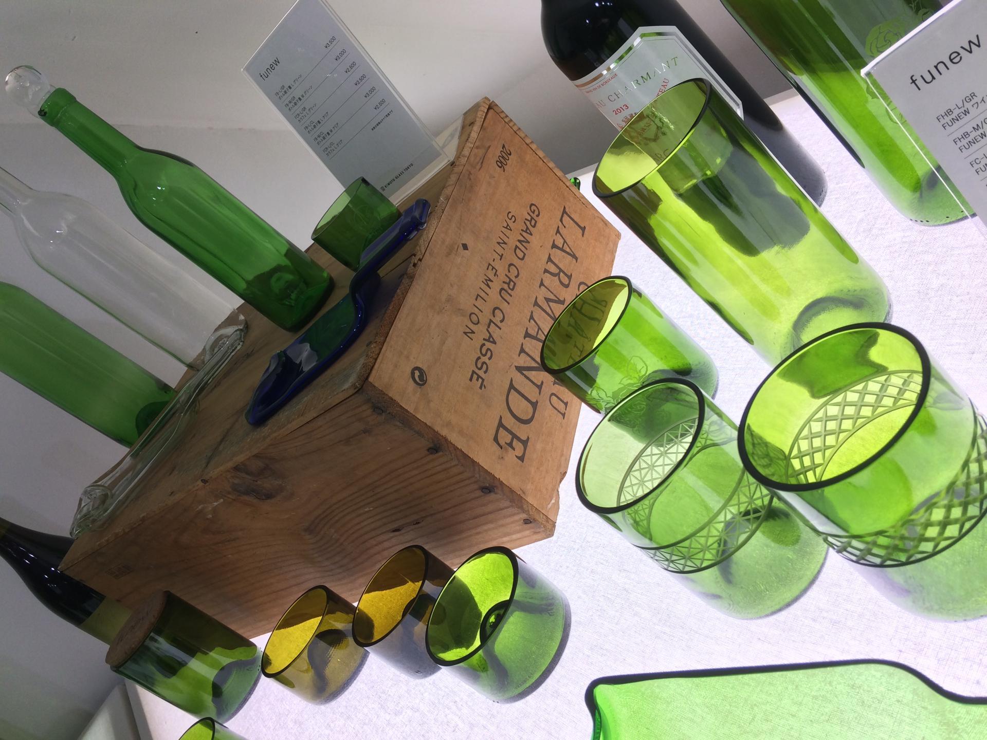 回收廢棄的紅酒瓶製作而成的商品