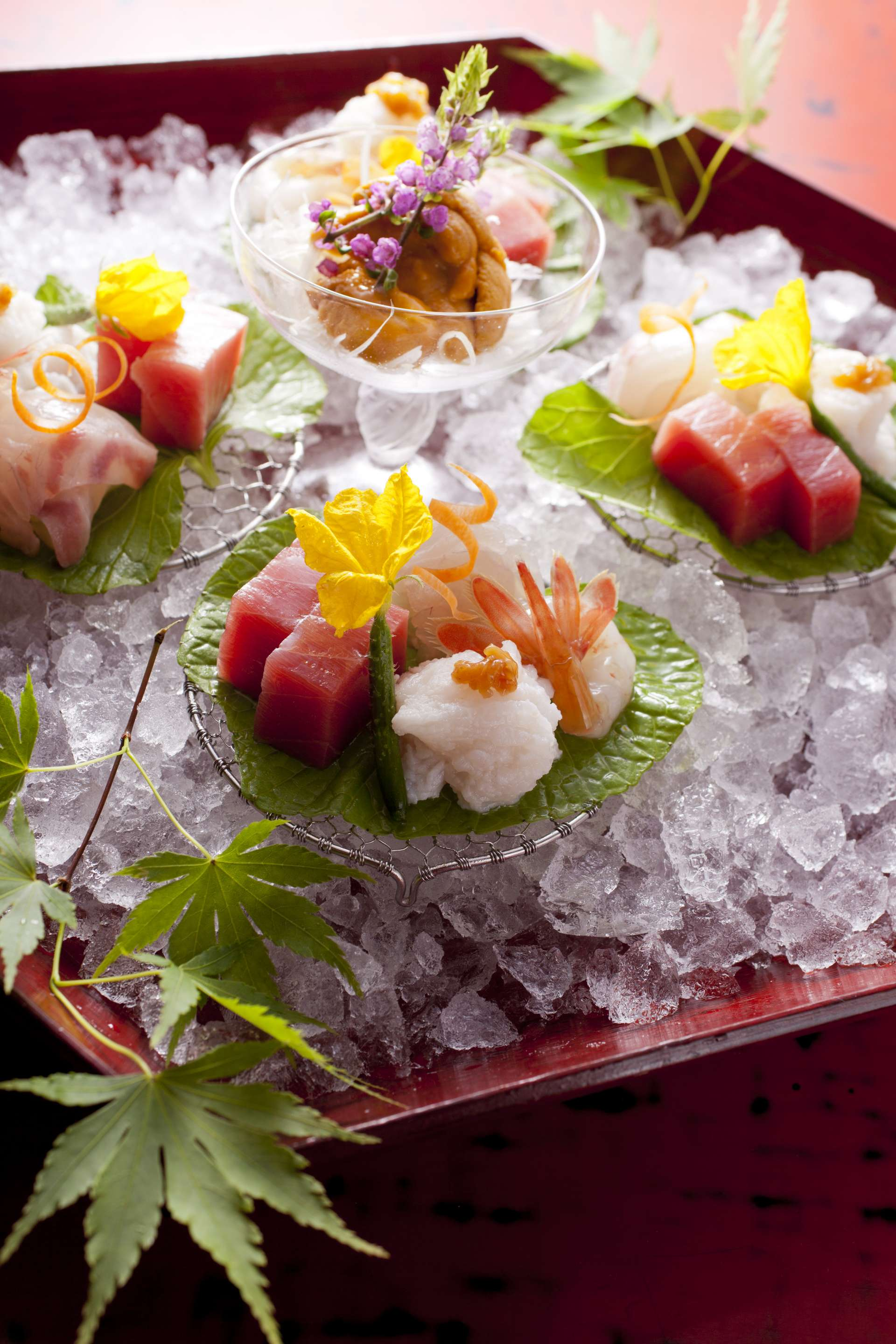 Try a sashimi platter to enjoy fish from the Sanriku region, known as a treasure house of fruits of the sea.
