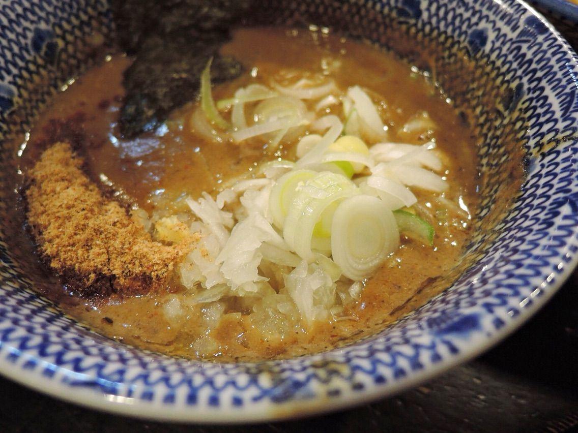 沾醬是動物系和魚介系混合的W湯頭