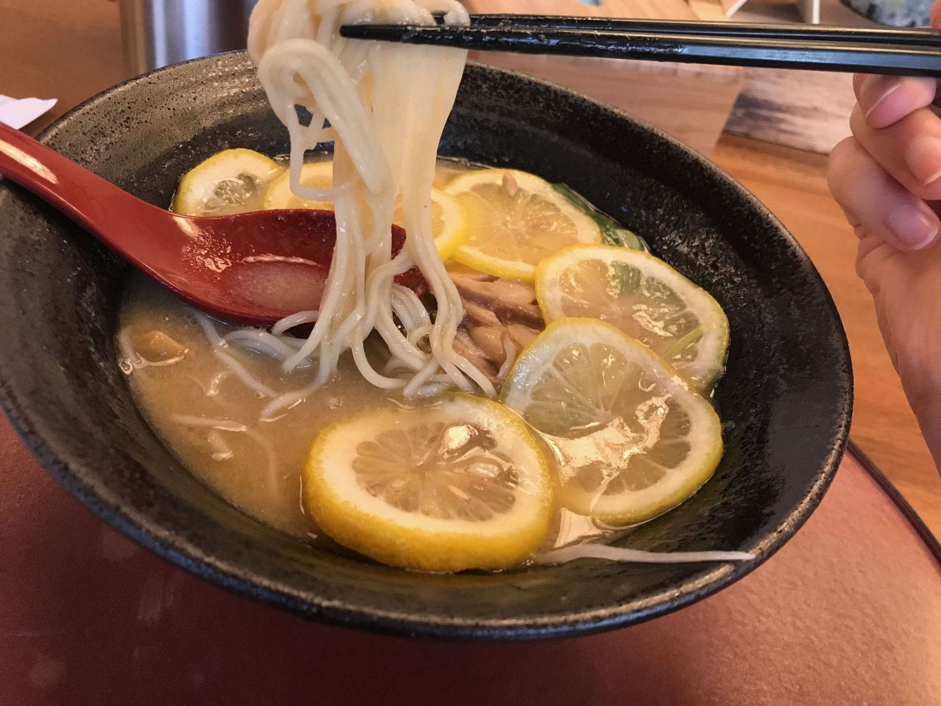 檸檬拉麵(880日圓)