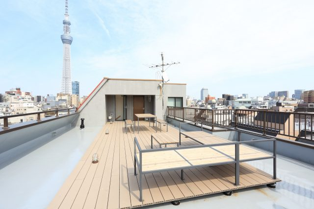 在屋頂可以看到晴空塔