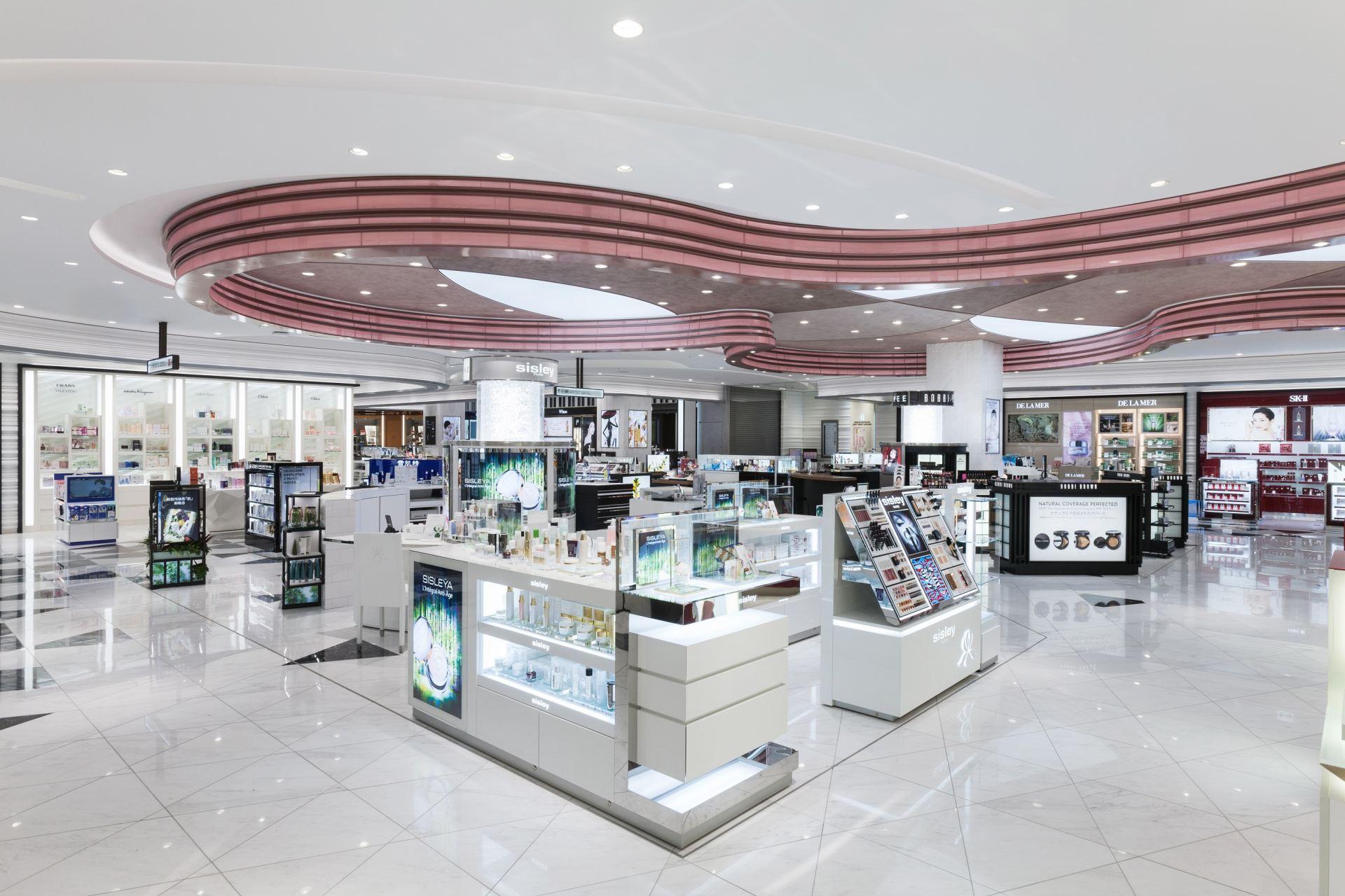 樂天免稅店銀座位於銀座東急購物廣場的8樓和9樓