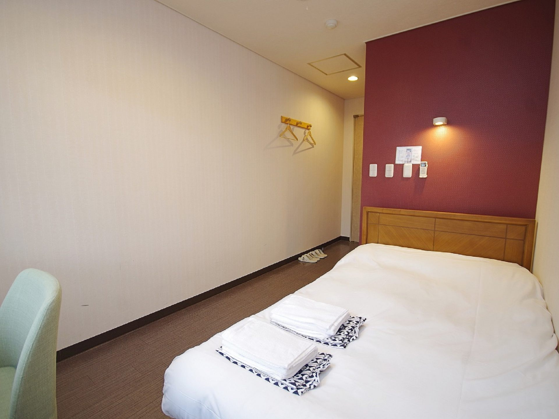 Twin Bed Room (from 5,980 yen)
