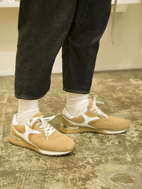 Shoes 15,000 yen (JADE)