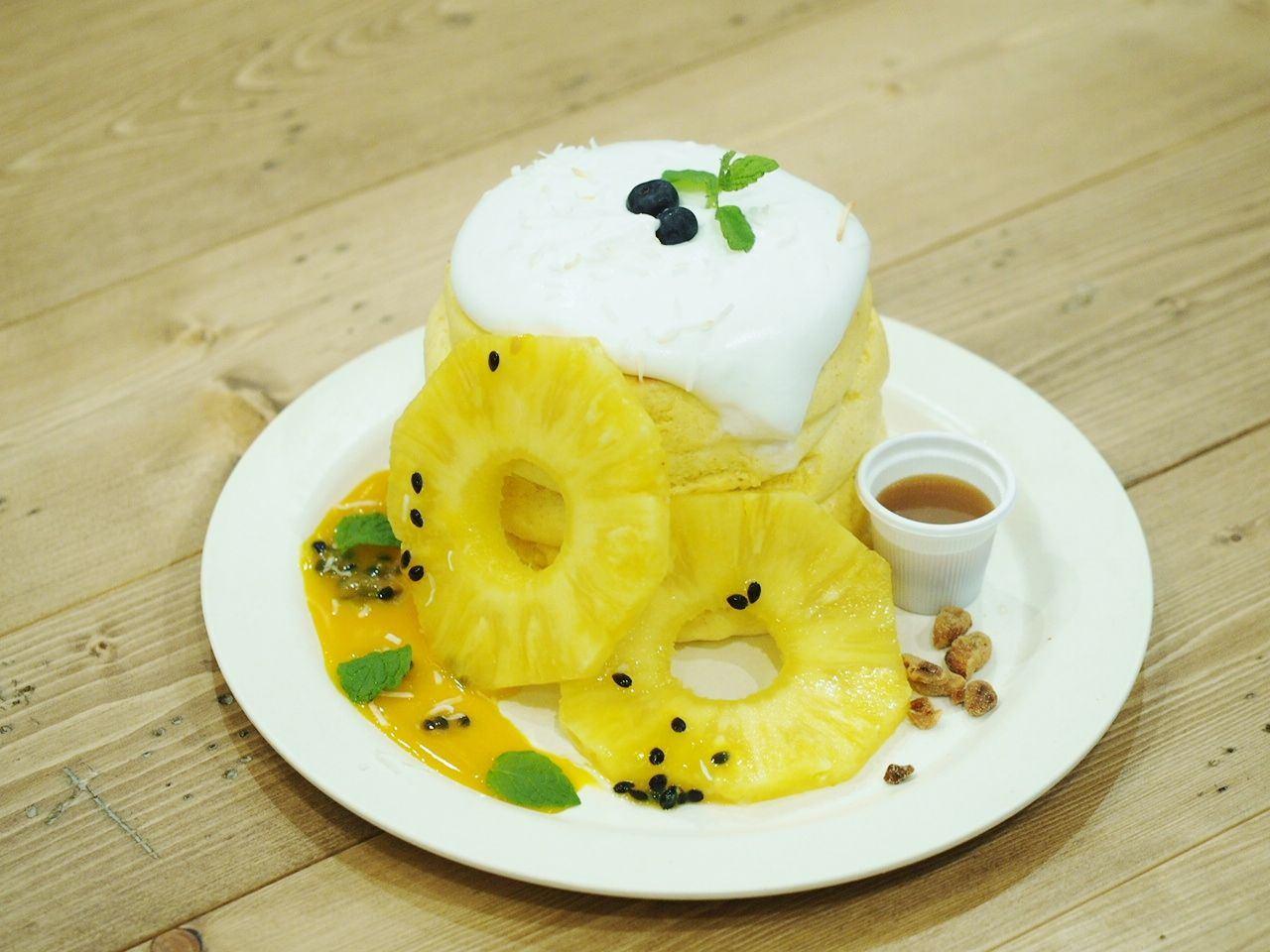 卡士達與熱帶水果鬆餅(3片)1480日圓 (不含稅)