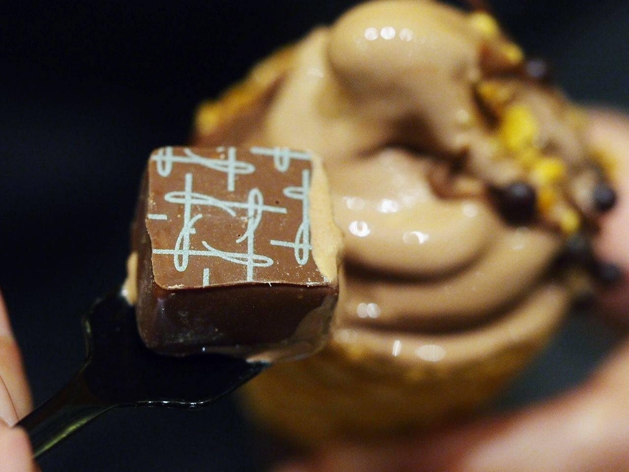 一整顆榛果巧克力