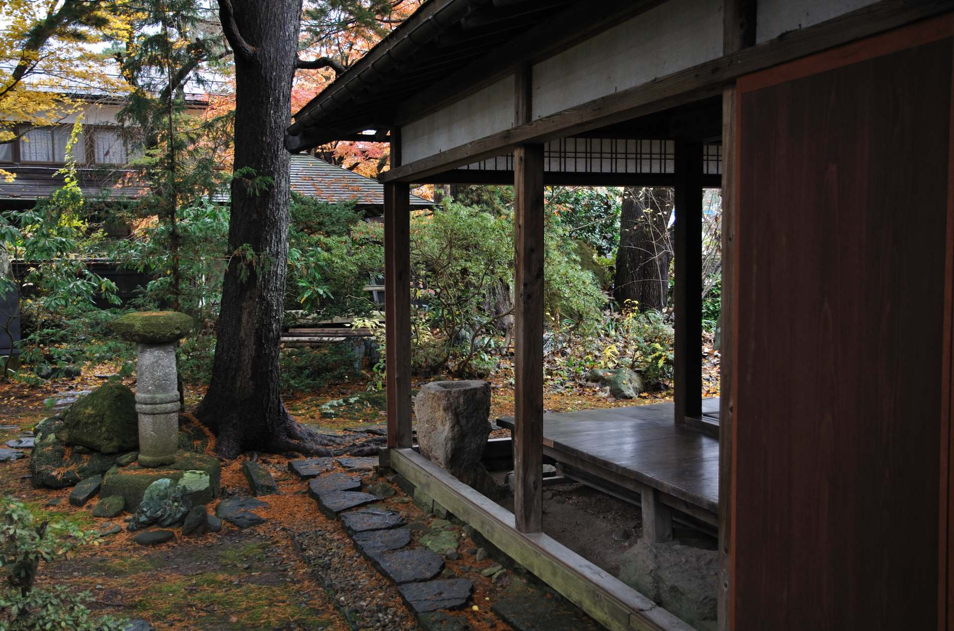 Plain and quaint courtyard in the Ishiguro House