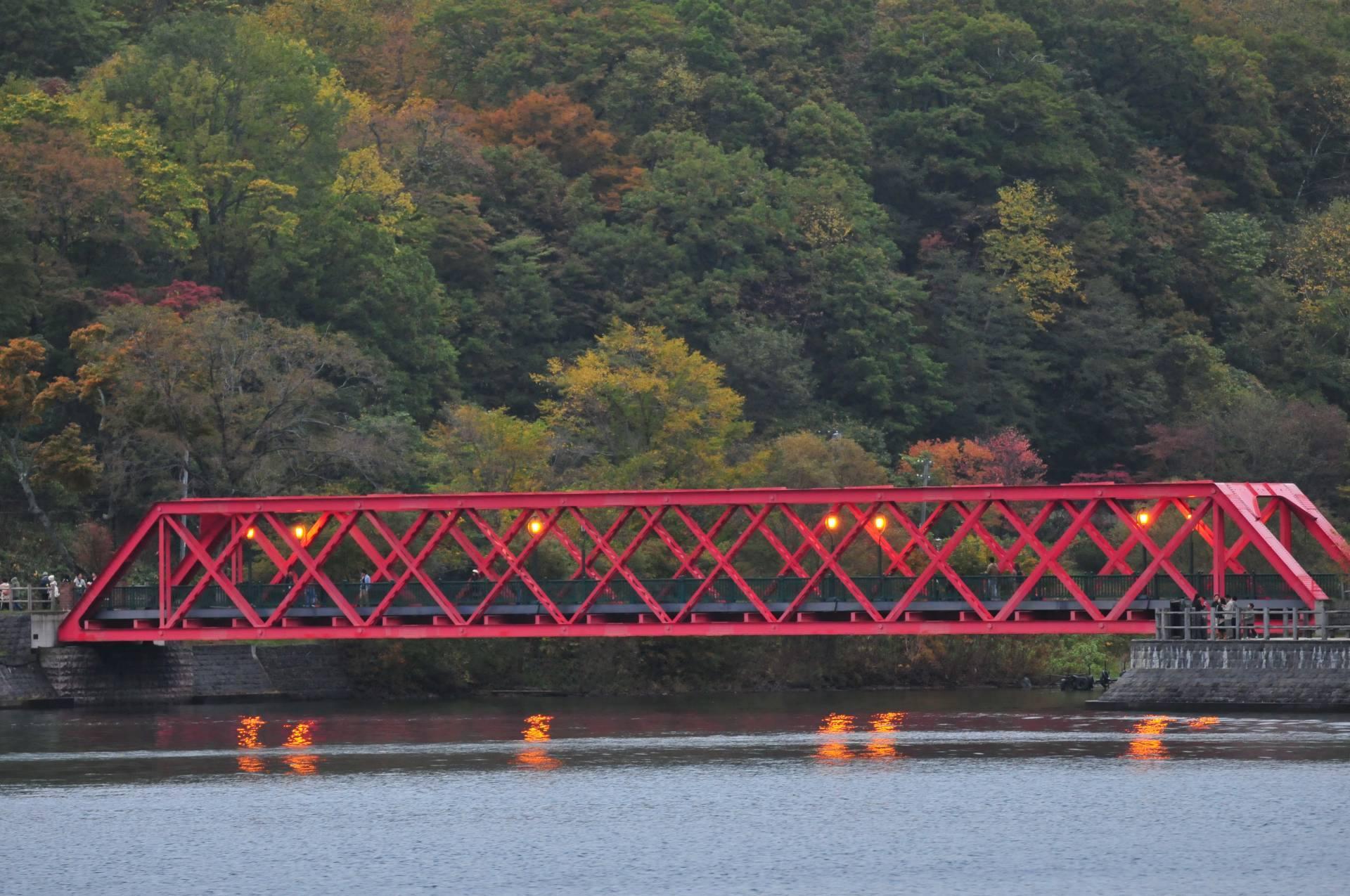 支笏湖 山線鐵橋和紅葉