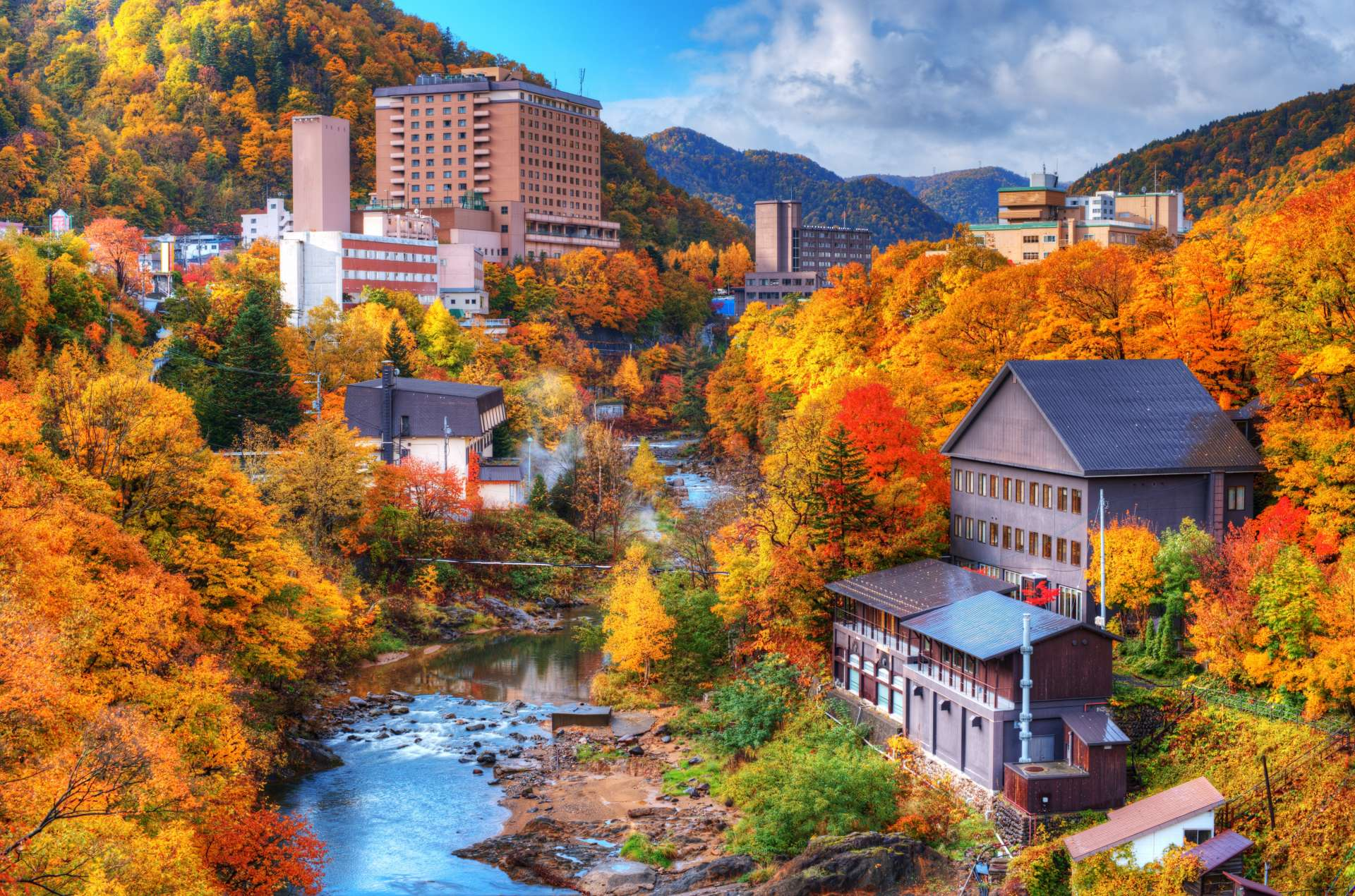 紅葉季節的定山溪溫泉鄉