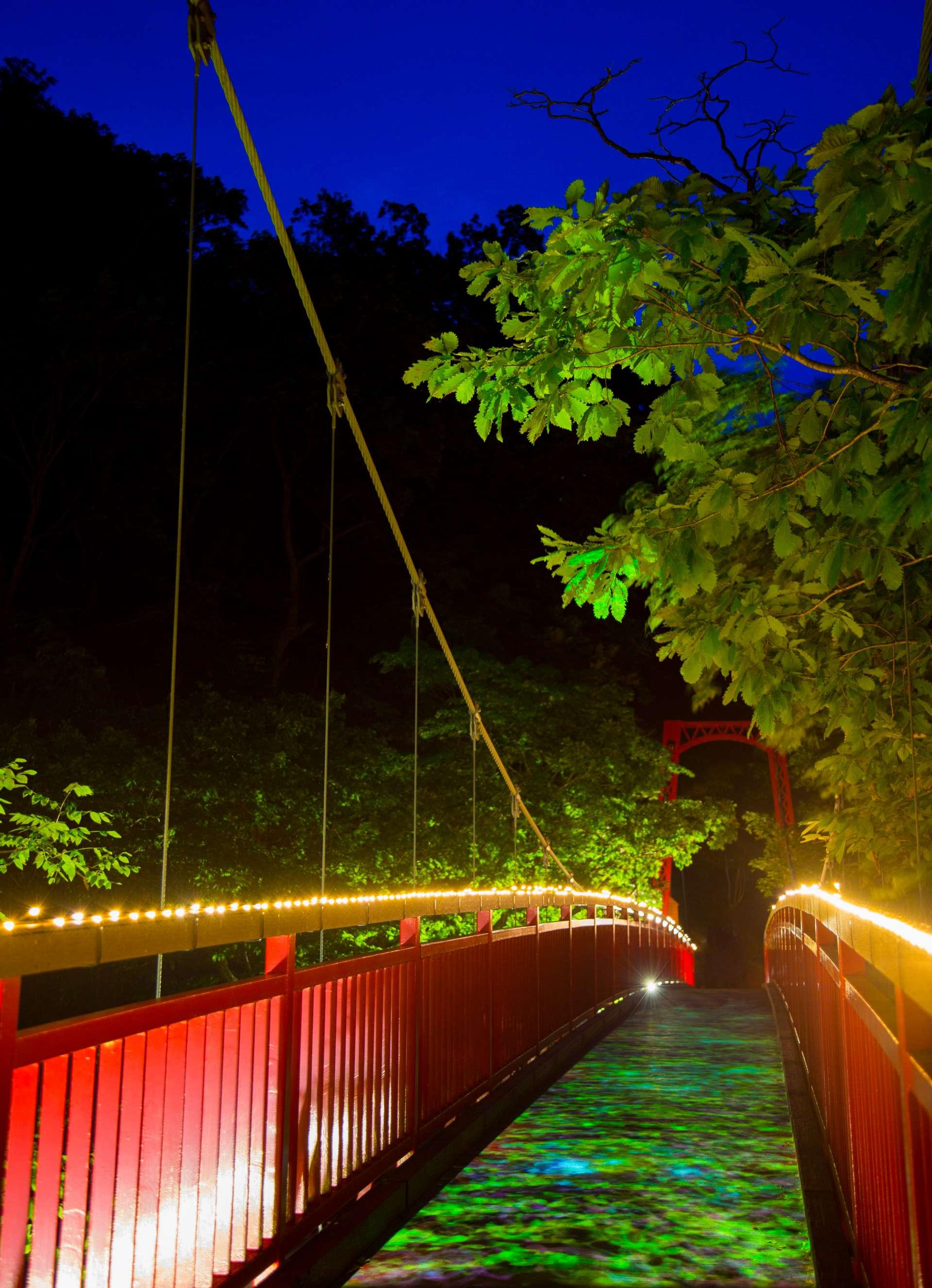 夏天之二見吊橋點燈 童話般的世界