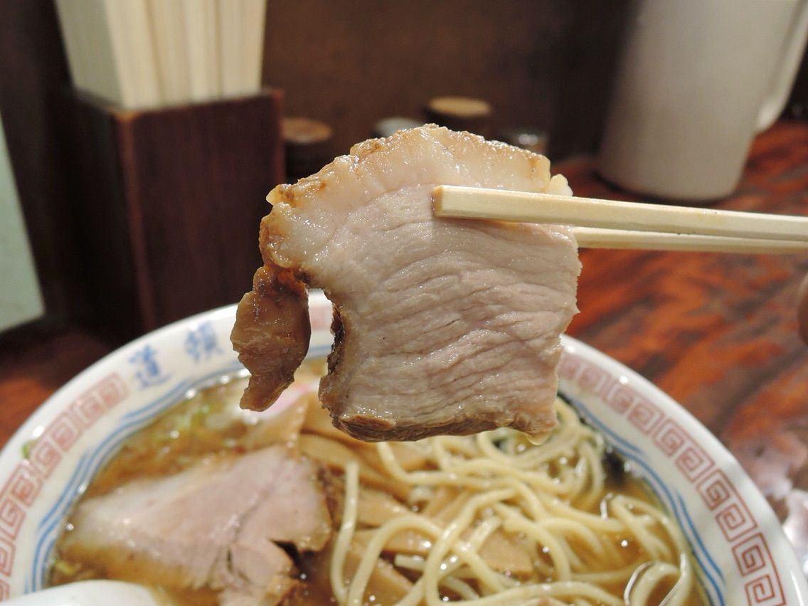 肉塊大而厚實且相當入味的叉燒