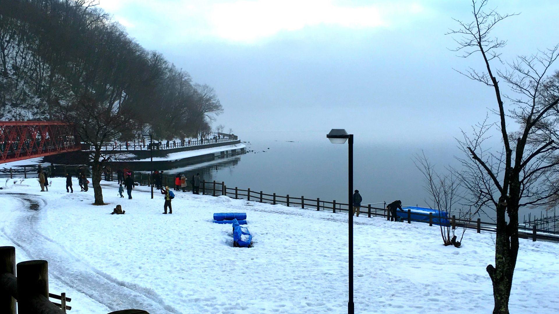 冬季的支笏湖畔