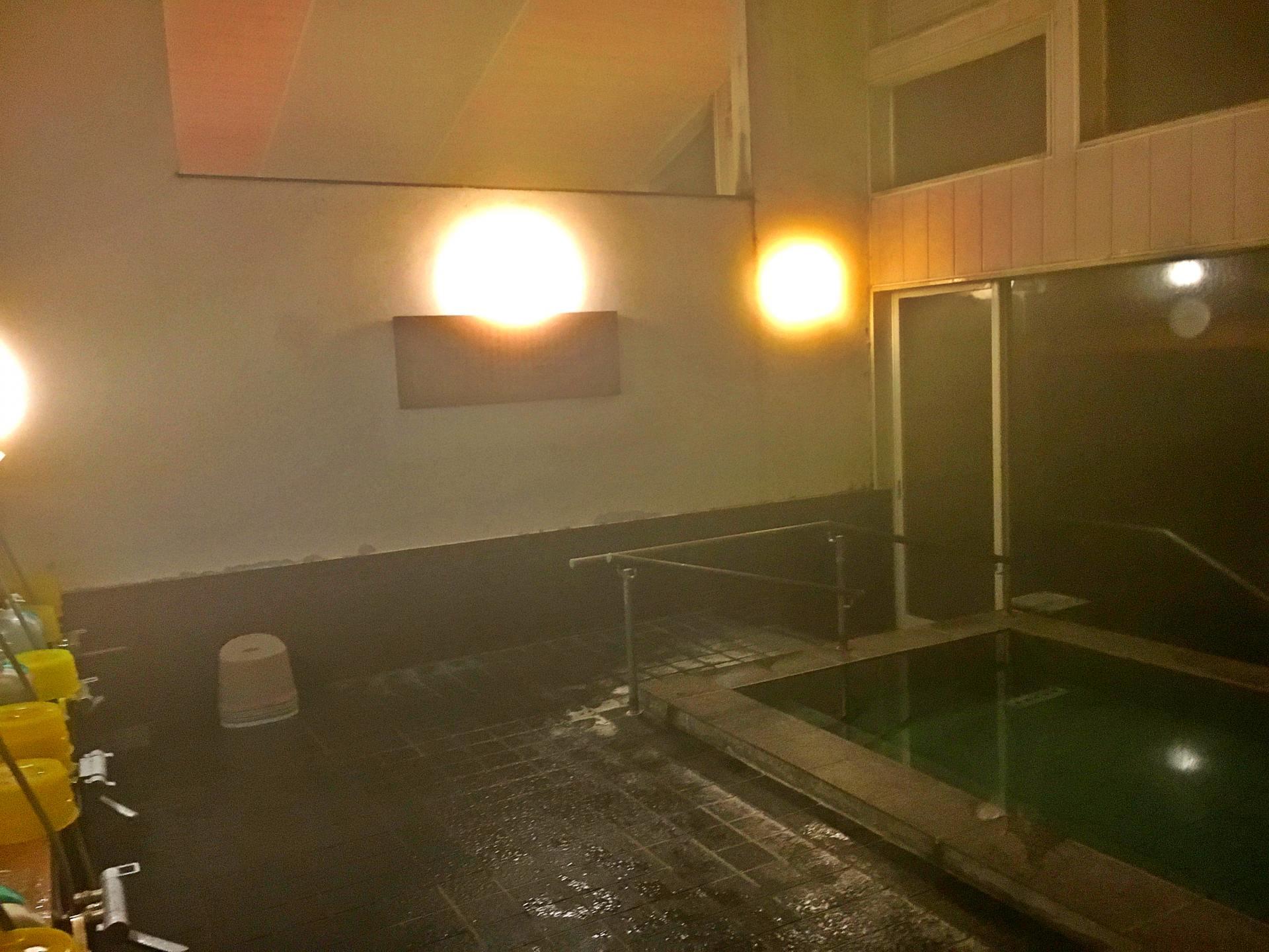 Moderately warm large bath