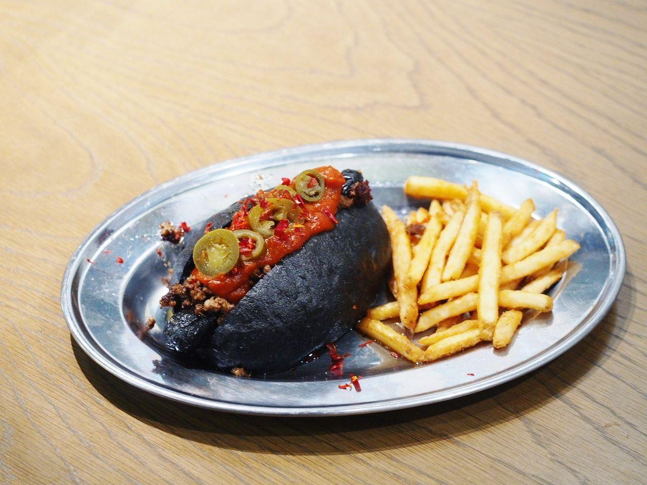Spicy Black Hot Dog ¥1390