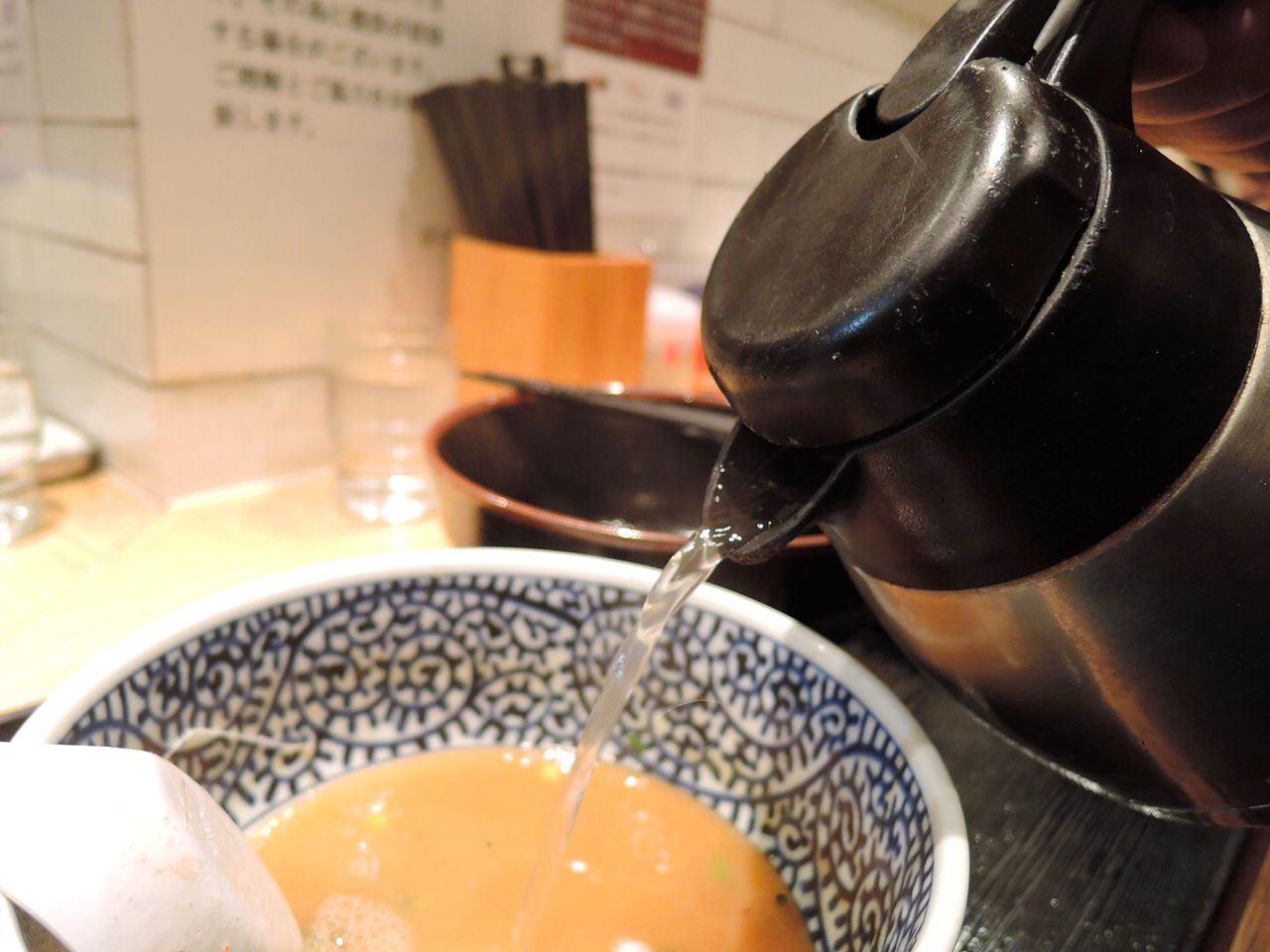 将汤汁一饮而尽