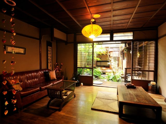 """A Convenient Location for Travel to Kyoto! Stay Cheaply in a Japanese-Style Building at """"Guest House Waraku-an"""""""