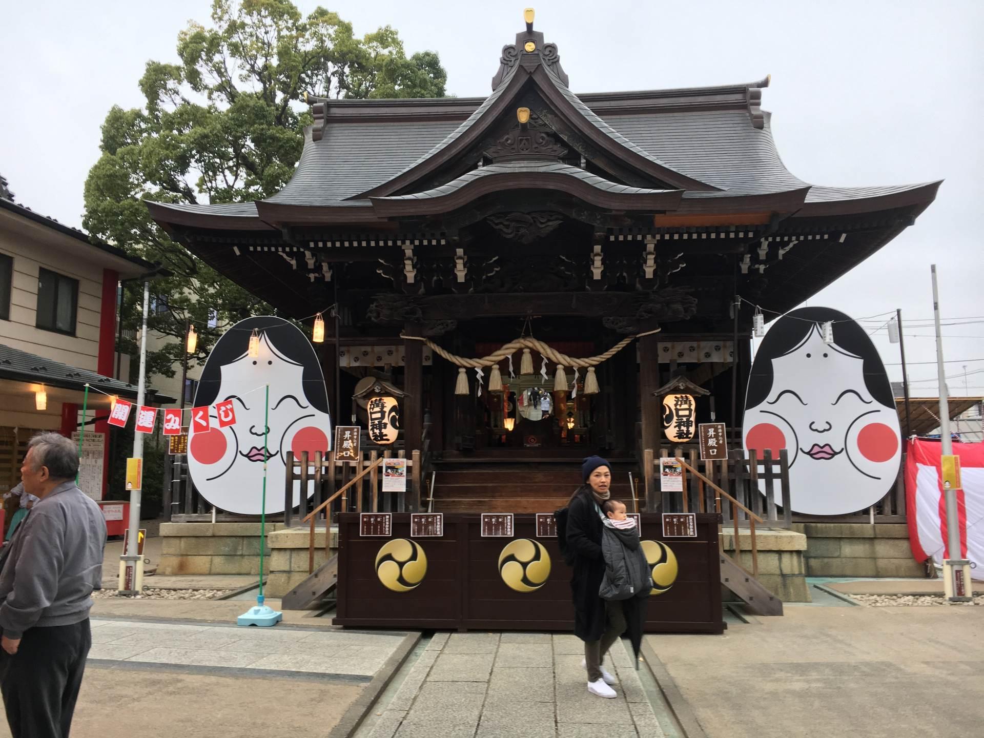 拜殿两旁是日本古代美女阿多福