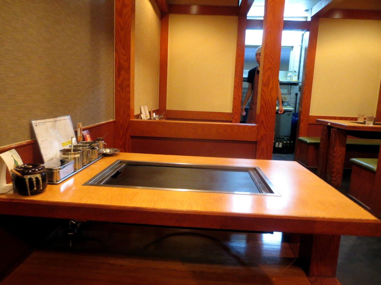 2楼桌椅区