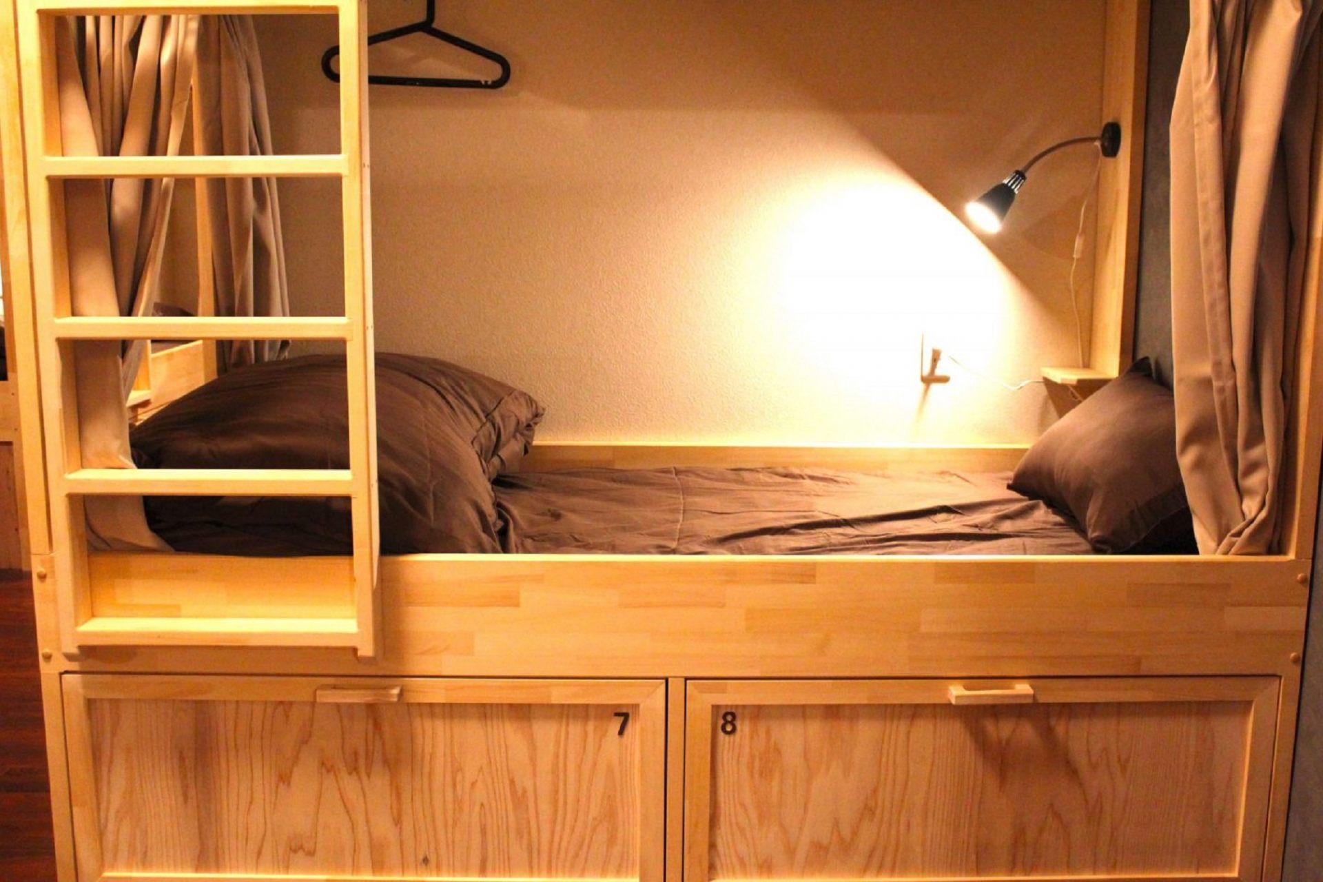 房间里的床铺