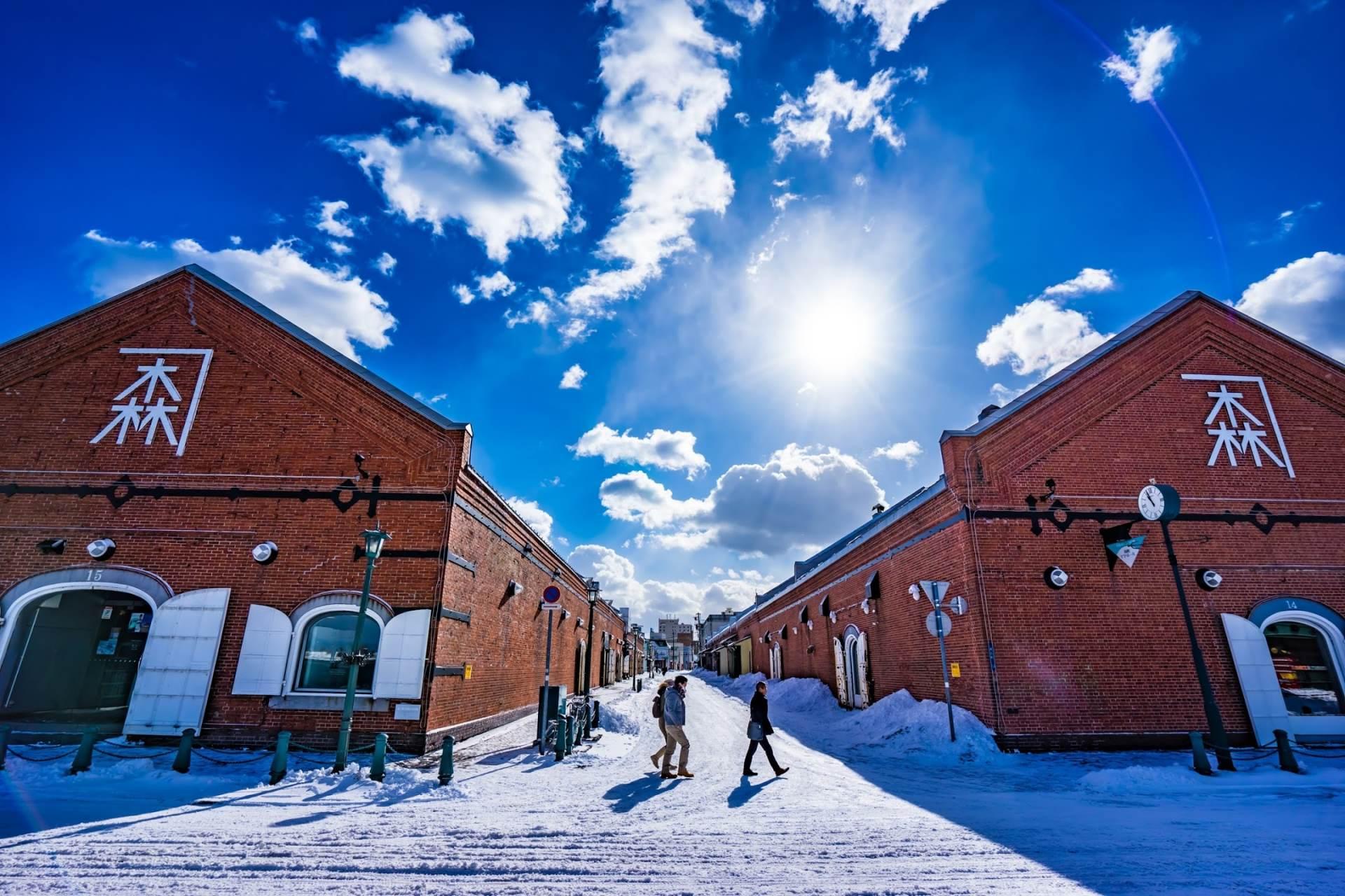伫立在冰天雪地中的金森红砖仓库