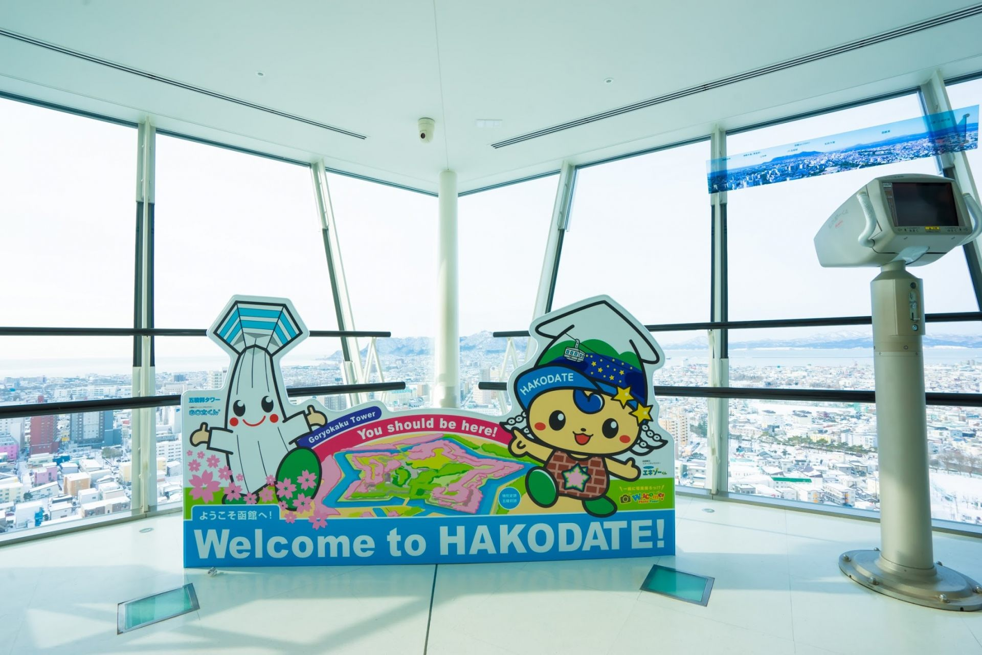"""Left: Goryokaku Tower's mascot, """"Gota-kun"""" Right: Hakodate Sightseeing's mascot, """"Exo-kun"""""""
