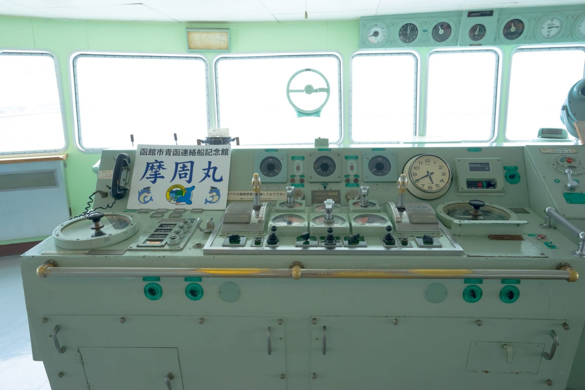 操舵室还保持着当年的模样