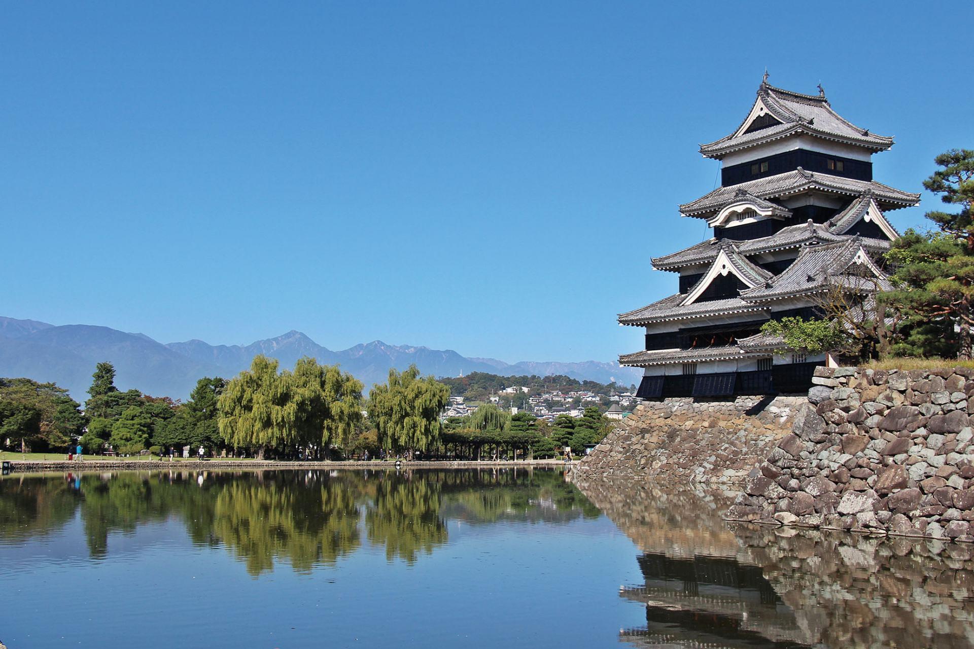 松本的代表景點「國寶松本城」