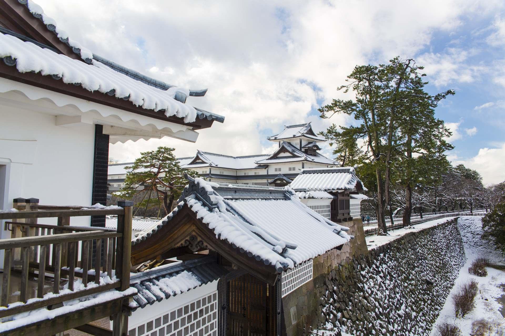 Kanazawa Castle is set off by the snowscape