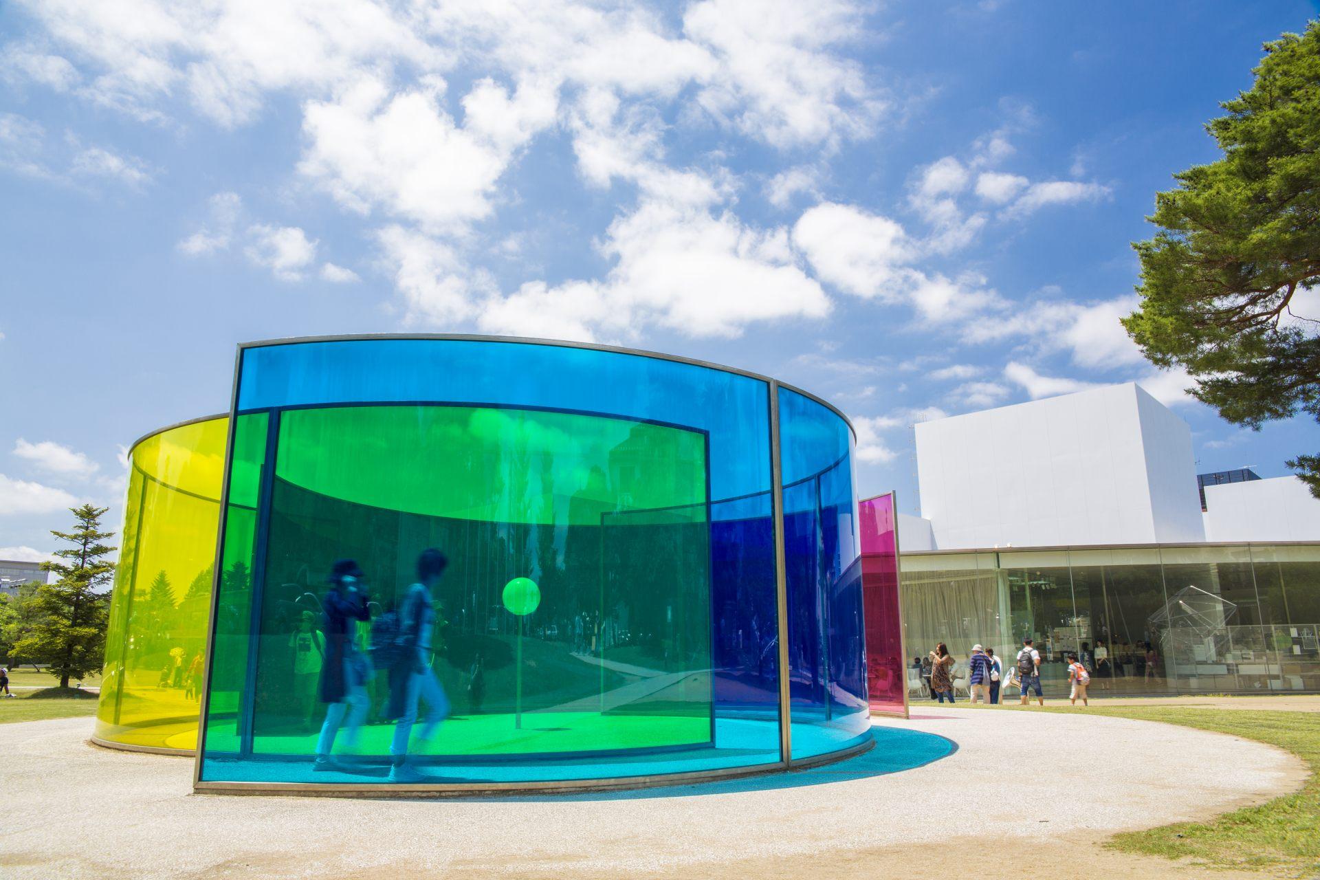 展示了多數現代美術作家作品的金澤21世紀美術館。