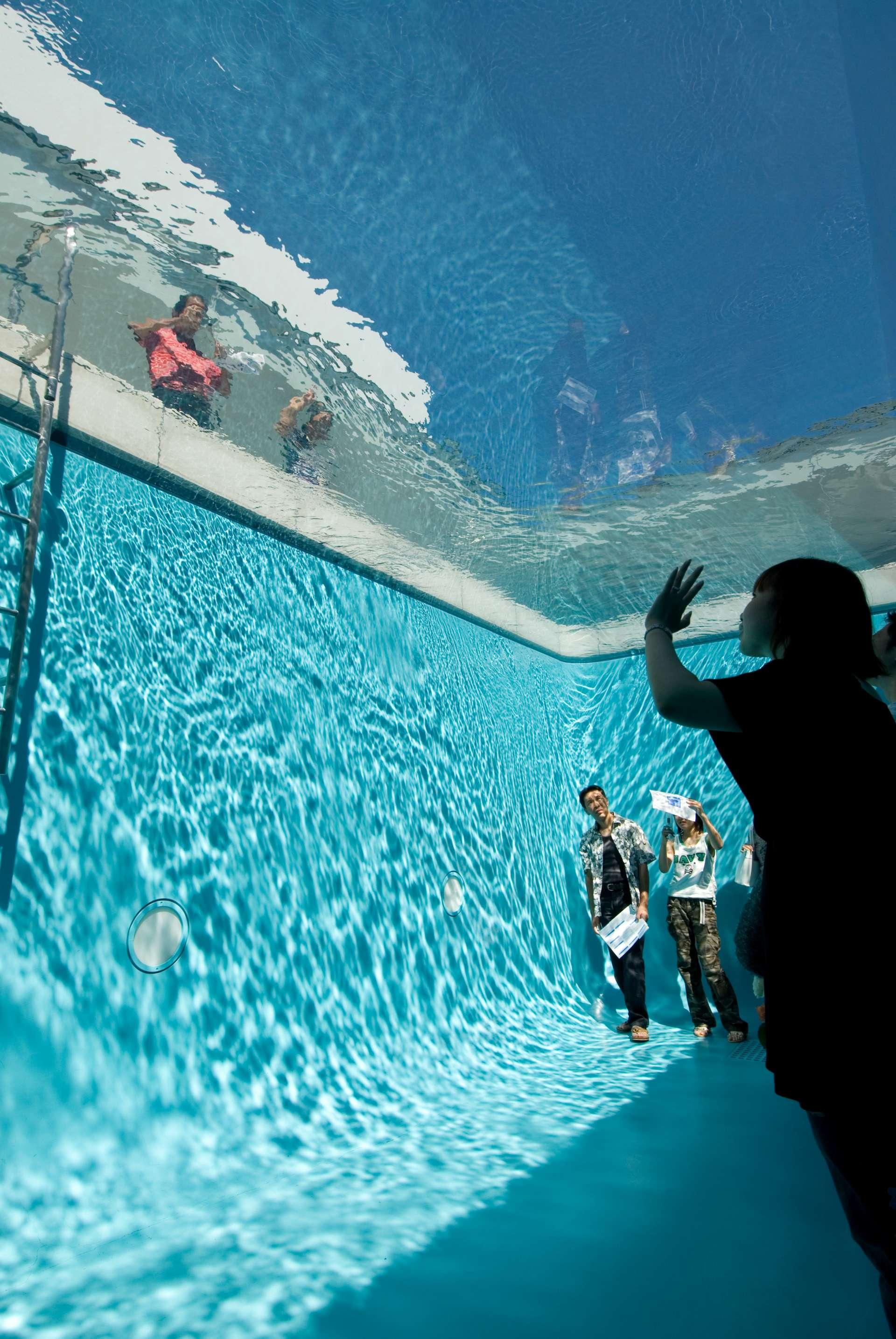 Leandro Erlich的《泳池》