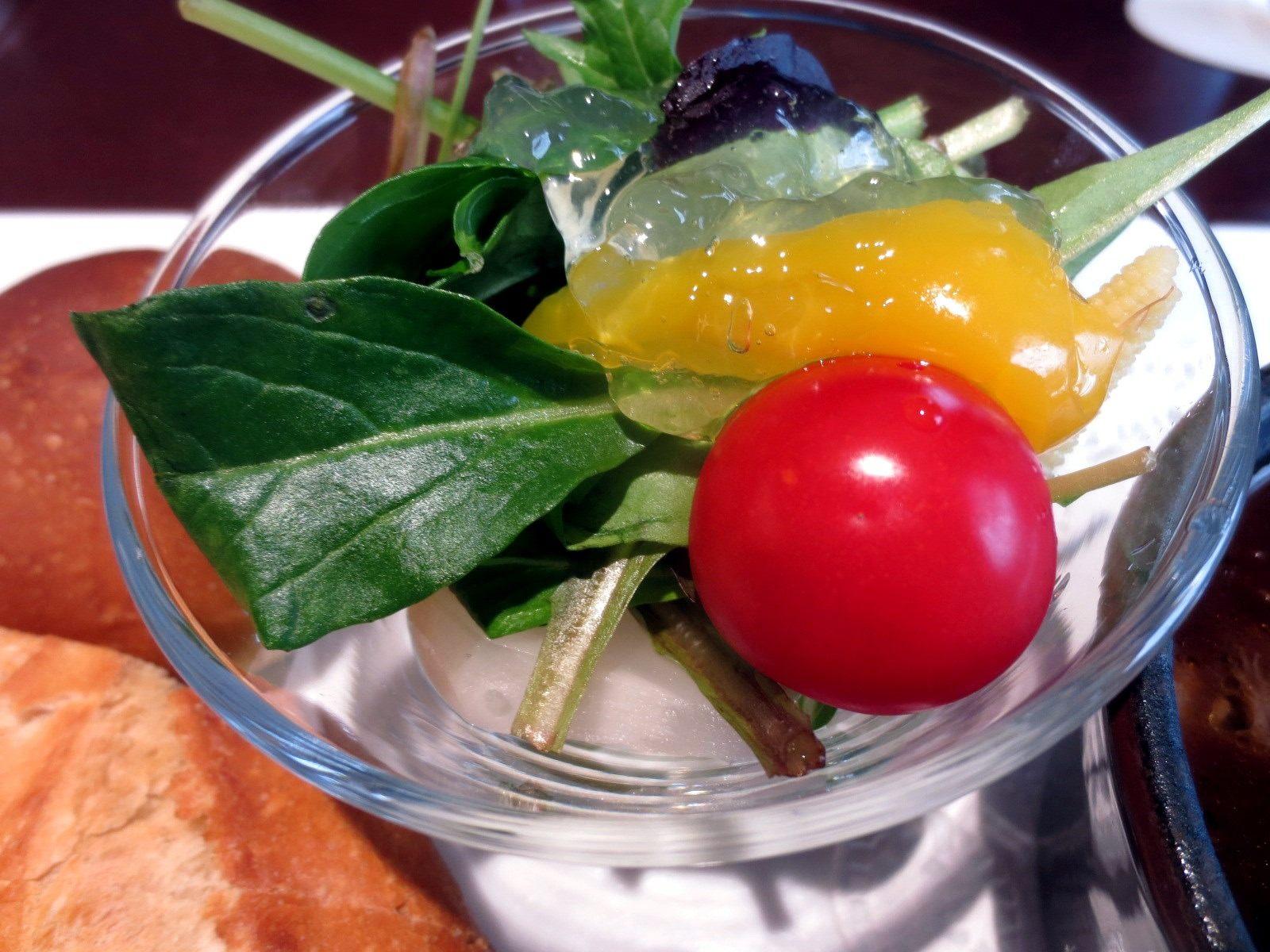 季節的醃小黃瓜沙拉