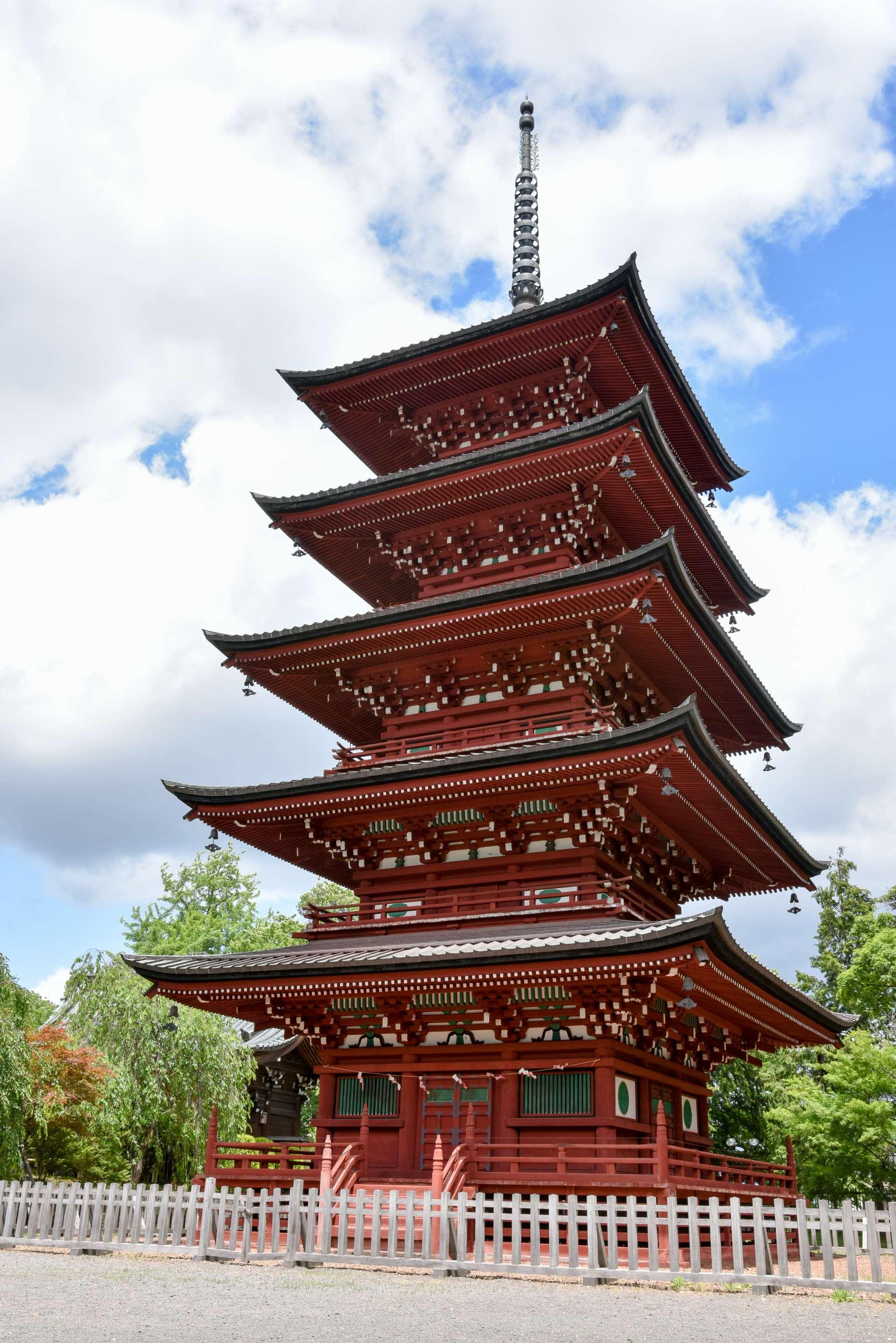 最勝院五重塔的照片看起來也非常壯觀