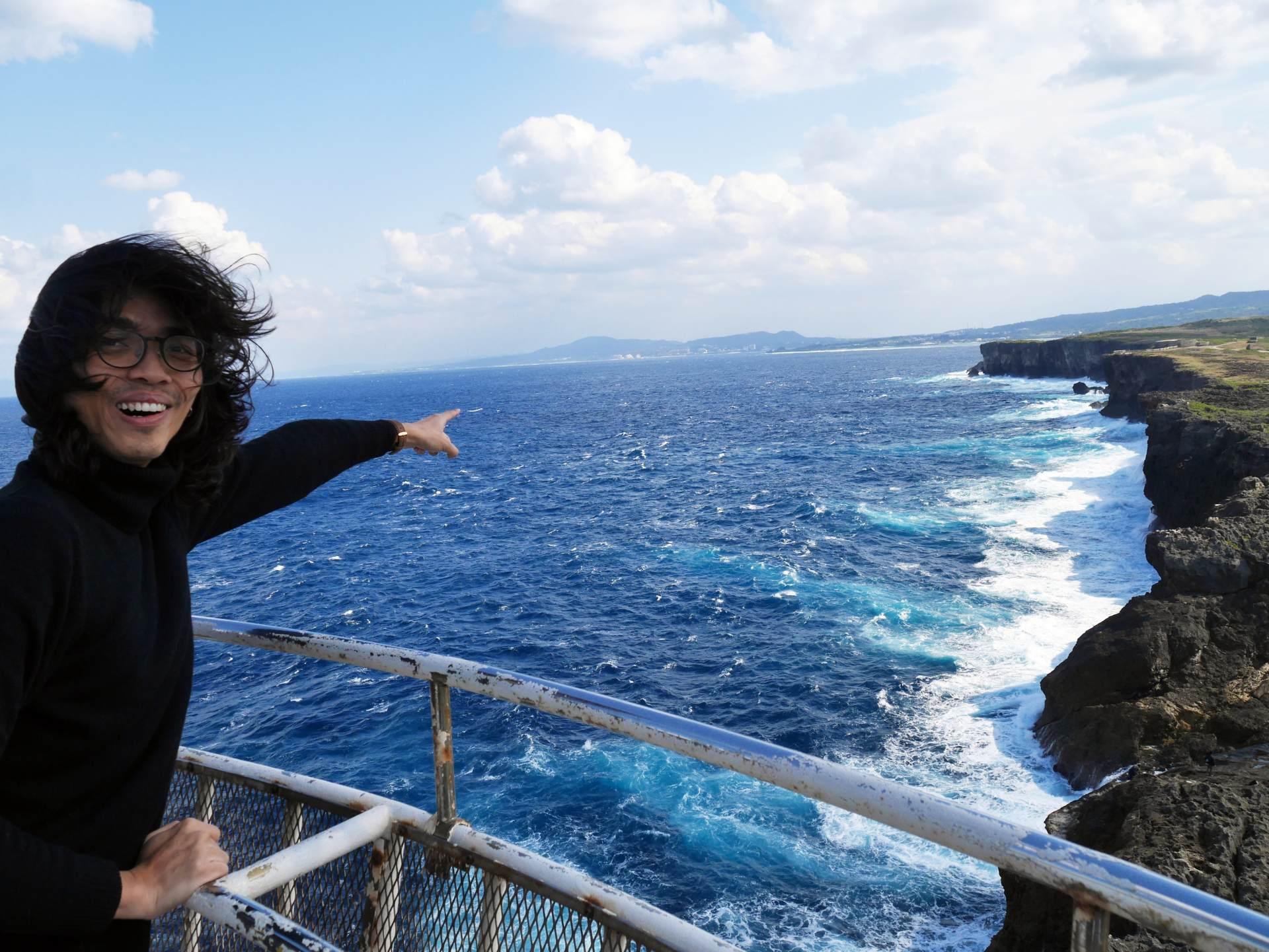 從燈塔可以俯視氣勢磅礡的斷崖絕壁