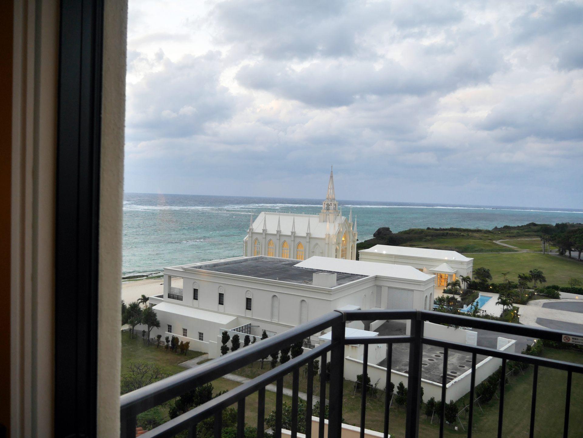 從窗戶可以看到渡假村內的風景