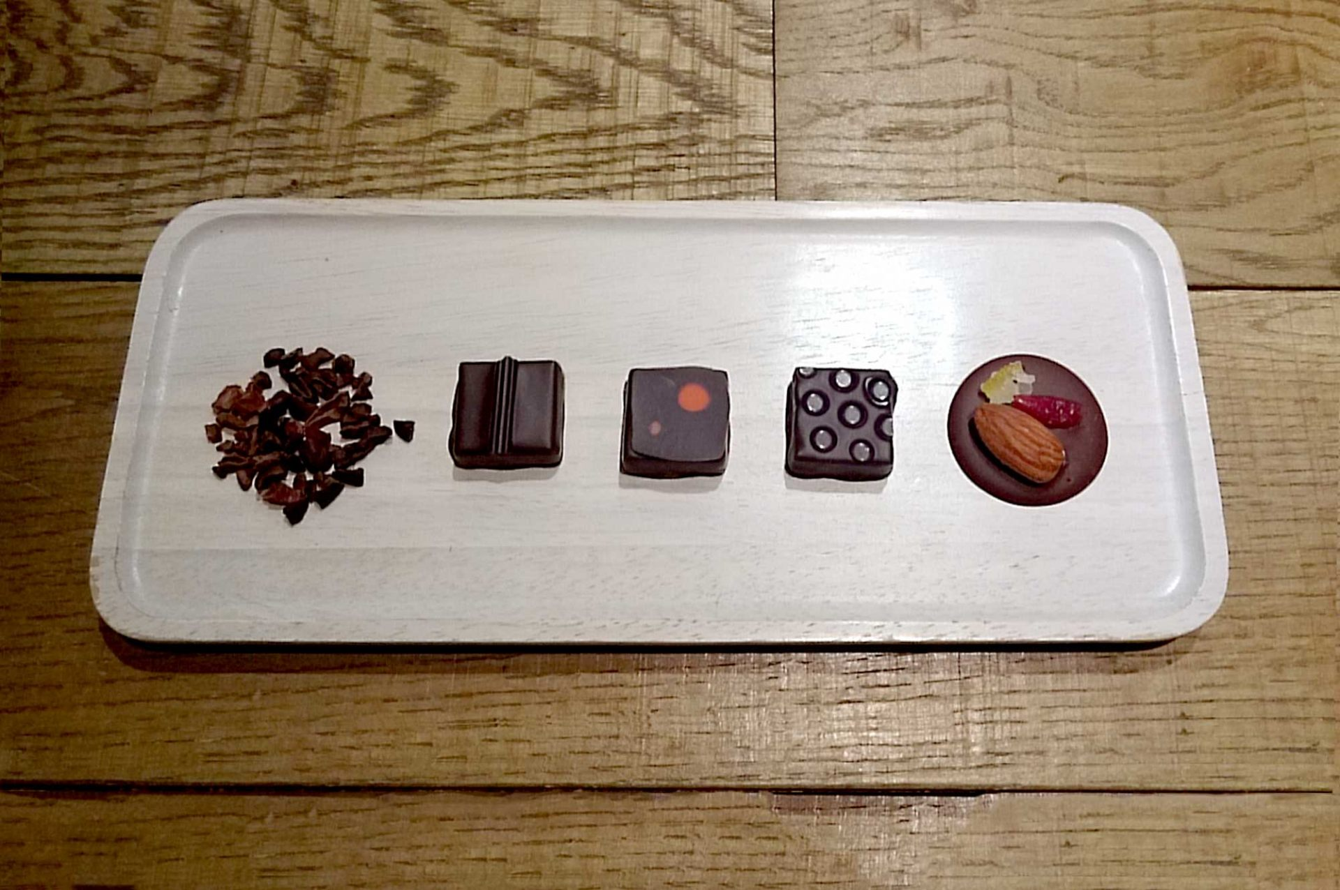 Discover the world of bonbons chocolat 1000日圓