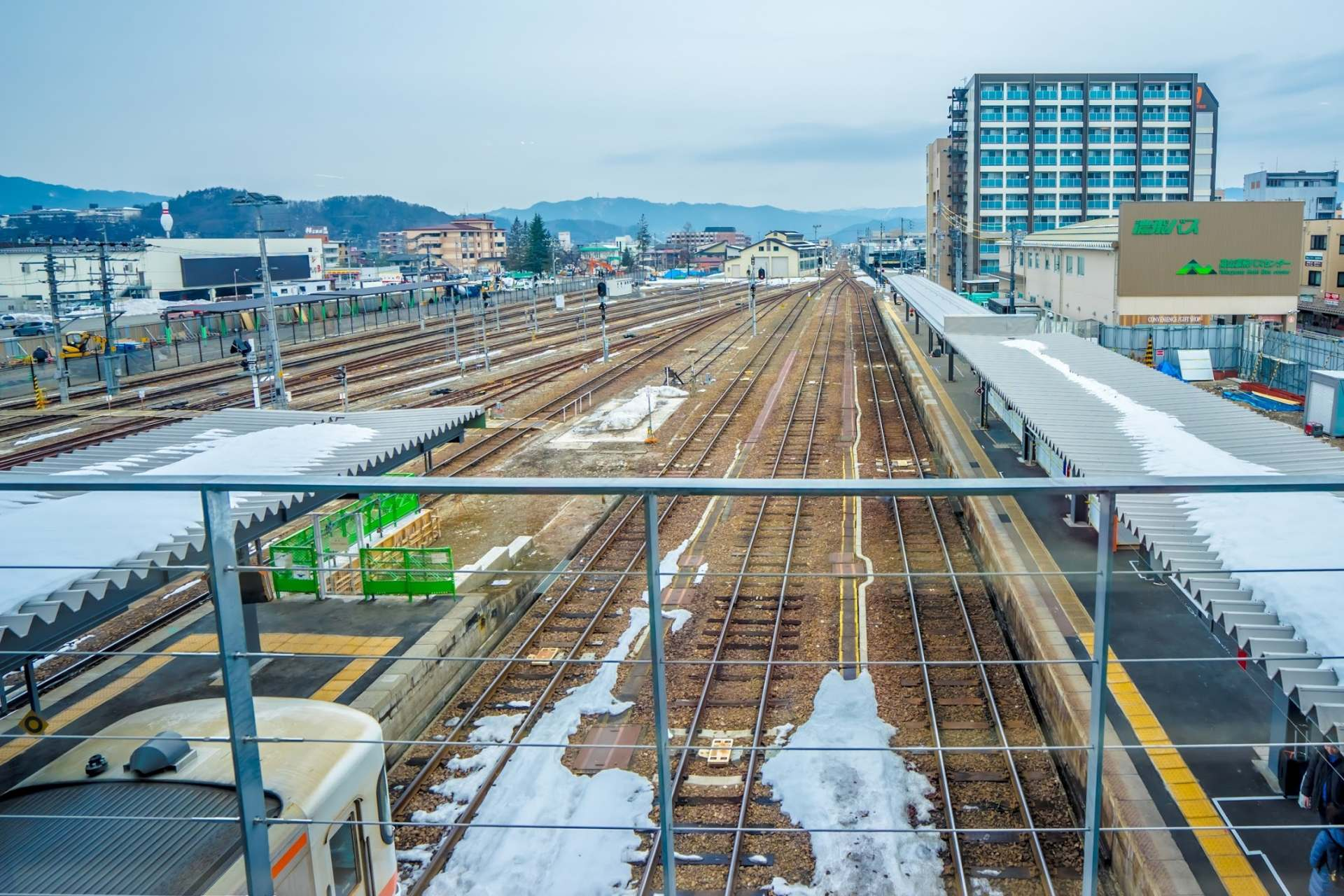 從站內看到的月台和線路