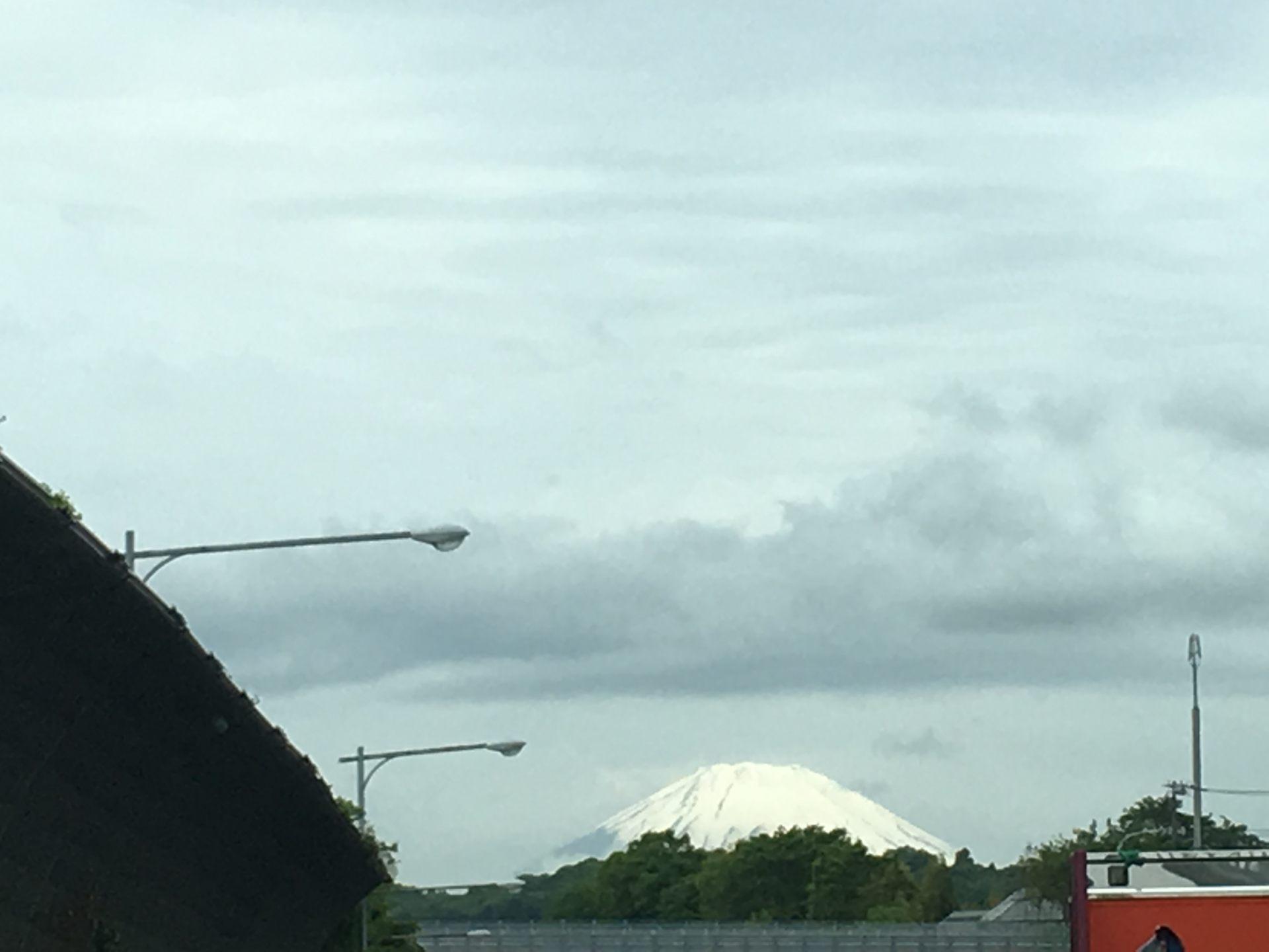 熠熠生輝的富士山