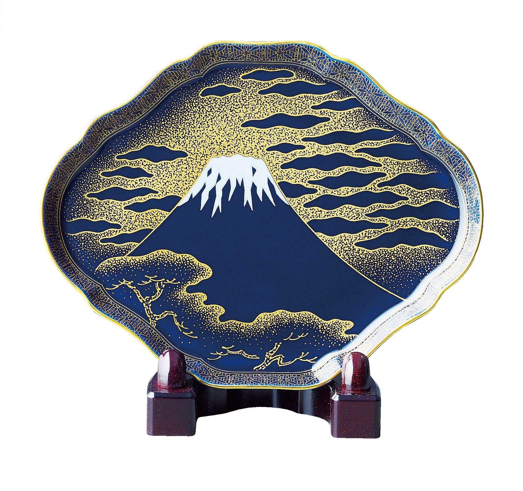 Decorative Arita-Ware with Mt. Fuji (21,600 yen)