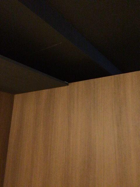 天花板與其他房間相連