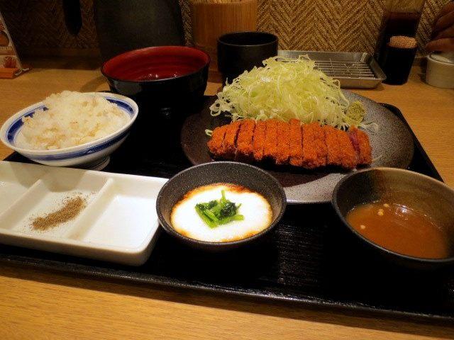 炸牛里脊小麥飯京都山藥泥套餐 1380日圓(130g)
