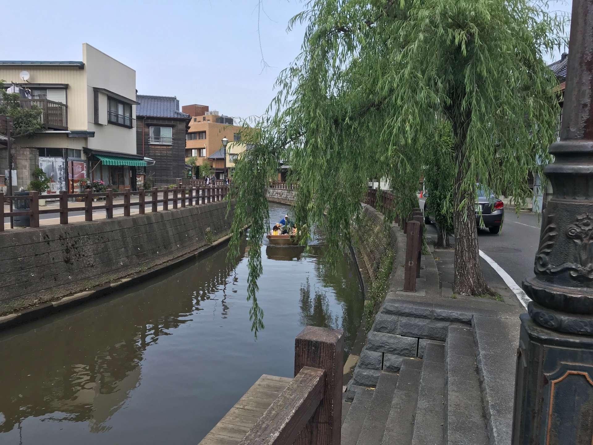 垂楊柳堤掩映下的古鎮美景