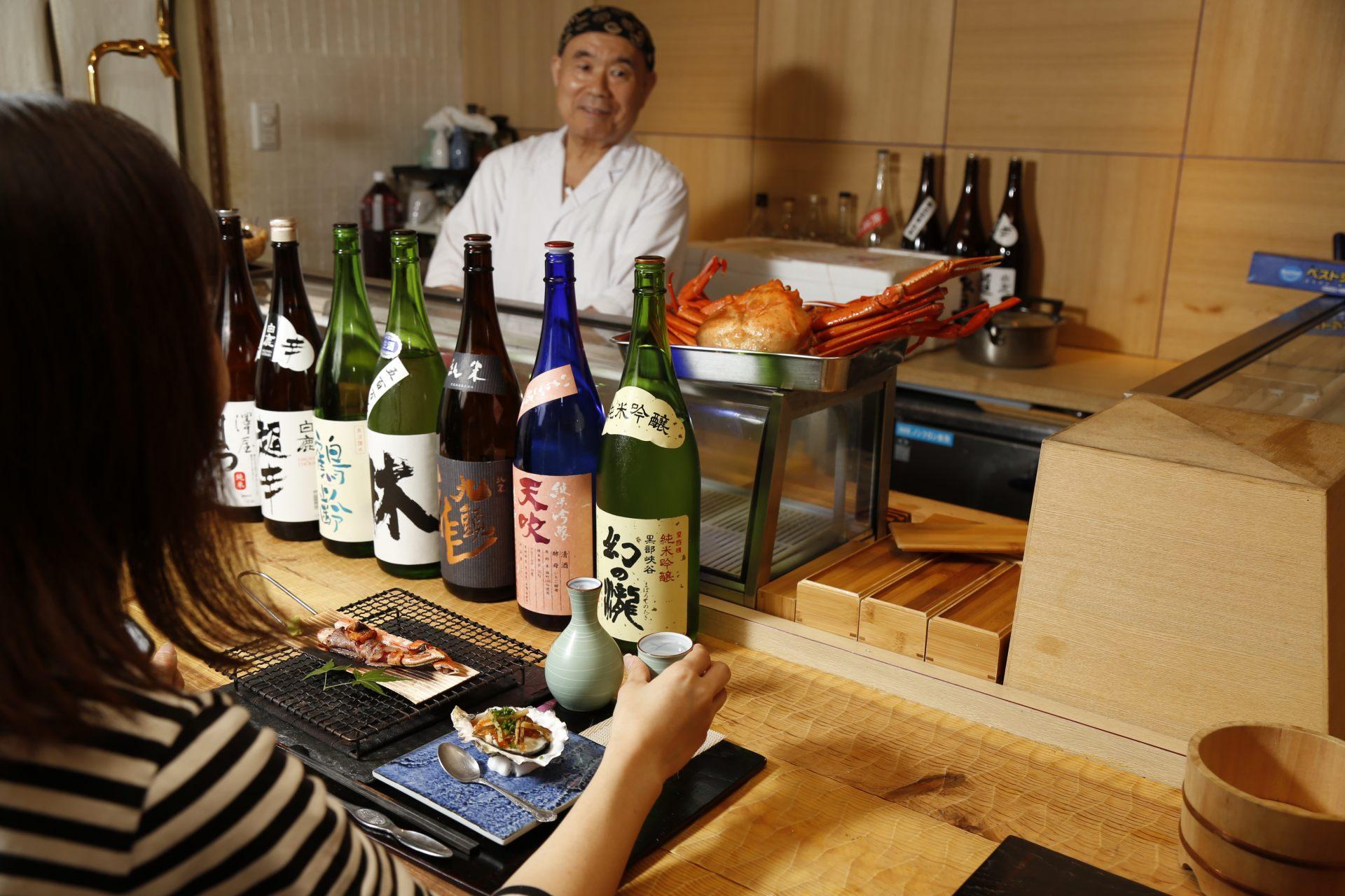 一起享受料理和日本酒吧