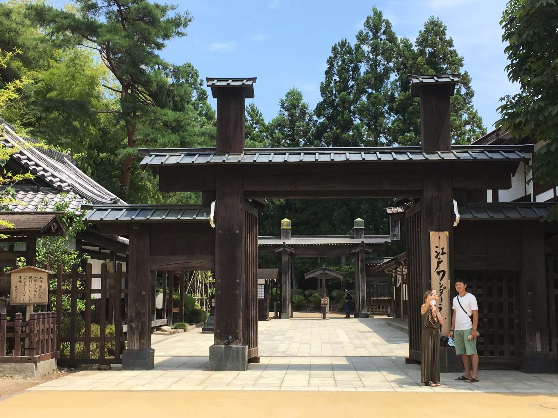 古代城門造型的入口處