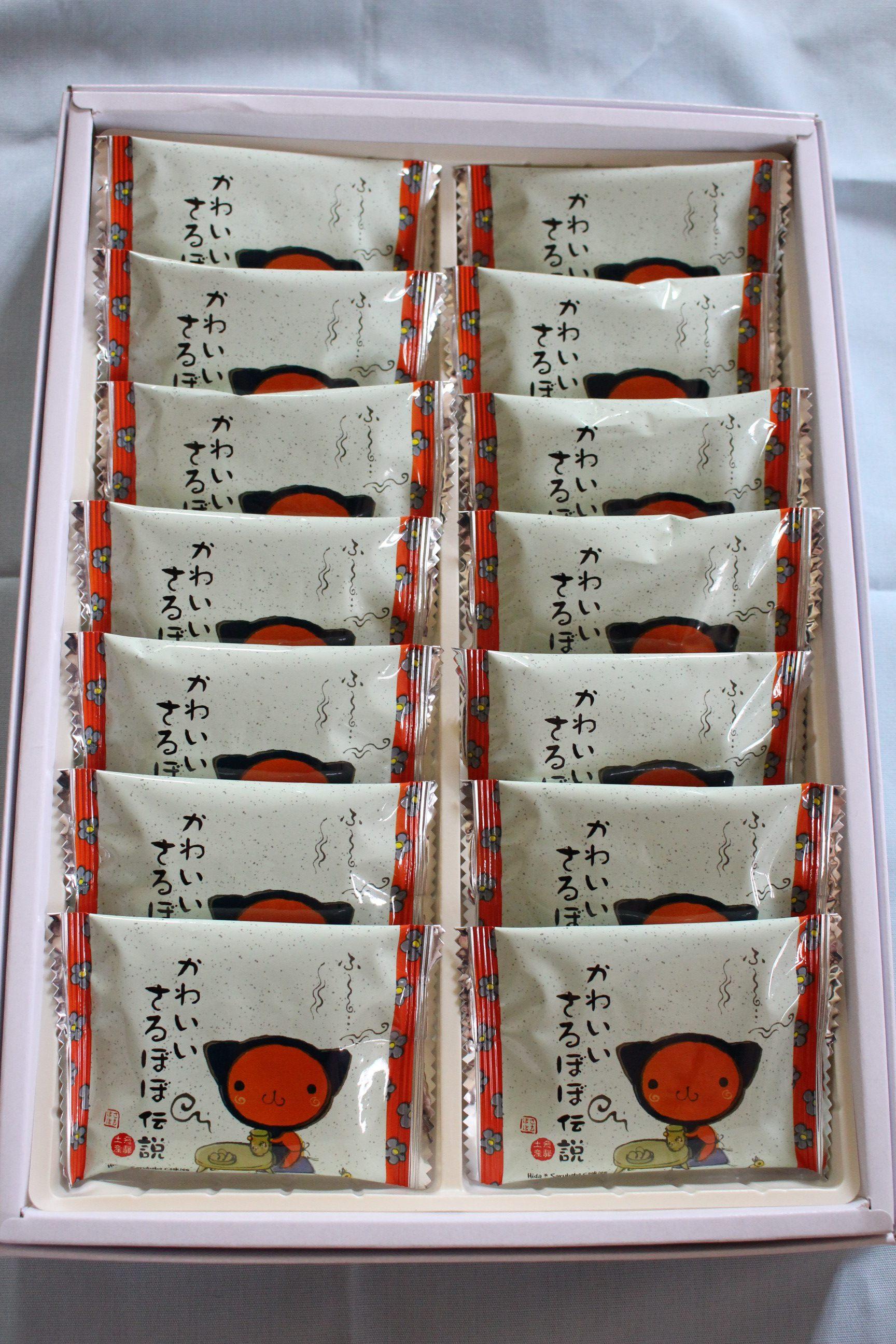 饼干盒里的小包装上也画有同外包装一样的猴宝宝图案。