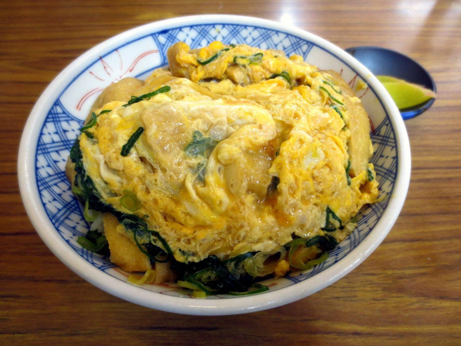 放有雞蛋的油炸豆腐皮丼飯 680日圓