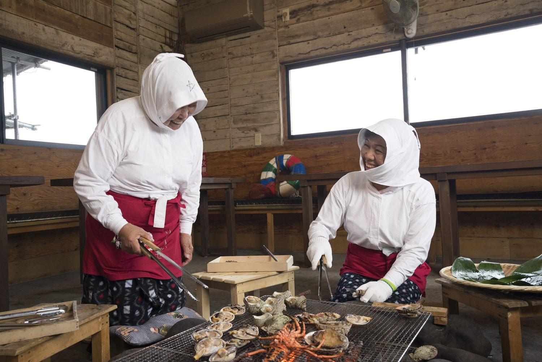 """Enjoy fresh seafood caught by ama at """"Ama Hut Hachiman Kamado"""""""